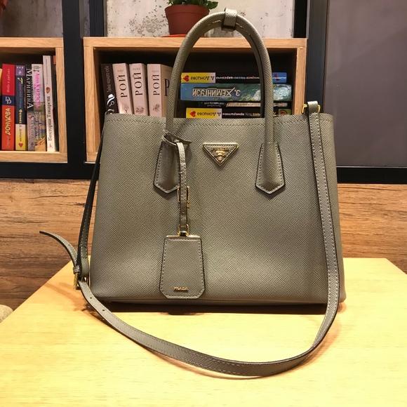 6c4a25834e2f Prada Grey Saffiano Cuir Double Tote Bag. M 5c40b71904e33d5f9d5f86b3